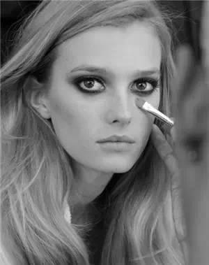 眼袋化妆技巧 有眼袋怎么化妆,四招搞定