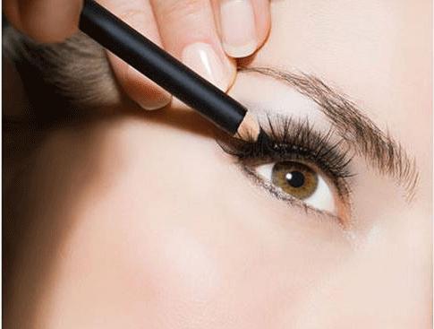 轻烟熏内眼线眼妆怎么画 几大坑爹化妆手法,千万别再学了!