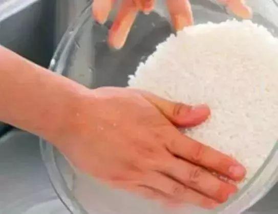 淘米水能祛斑吗 淘米水添它,还你婴儿肌 !祛斑偏方大全 淘米水洗脸多久见效