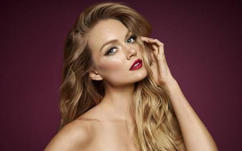 怎样化妆显年轻 4个不显老的化妆技巧,女生必看!借助化妆海绵来帮助上妆