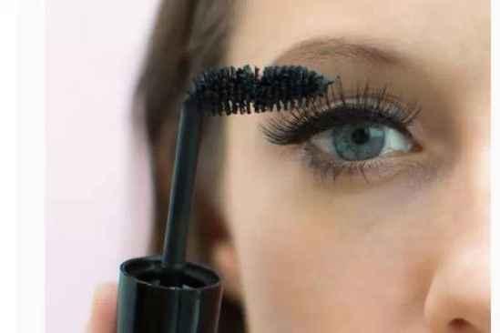 涂睫毛膏的技巧 化妆达人必会的睫毛膏祕技!