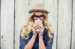 大宽脸女生适合的发型 中分卷发绝对是大宽脸变得瘦的套路