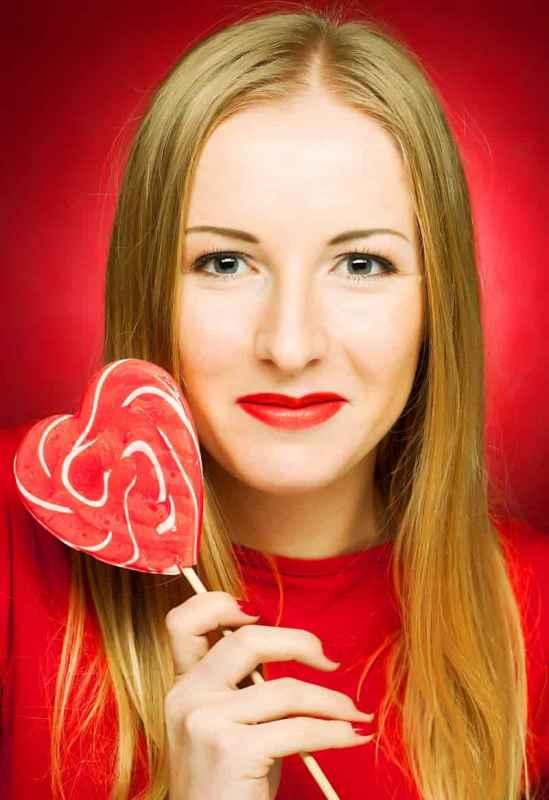 最简单的化妆方法 只需五小步轻松画好妆容